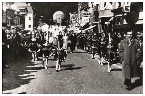 """Photo du groupe des """"Djoyeux Cooyatais"""" en 1958"""