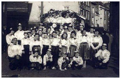 """Photo du groupe des """"Djoyeux Cooyatais"""" en 1959"""
